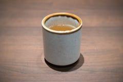 Thé dans une cuvette Photo stock