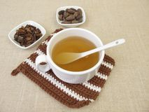Thé de cosse de cacao des coquilles rôties du haricot de cacao photographie stock