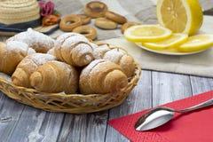 Thé de croissant Photographie stock