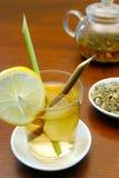 Thé de fines herbes de schénanthe et de gingembre Images stock
