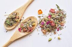 Thé de fines herbes de fleurs Photographie stock