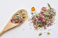 Thé de fines herbes de fleurs Image stock