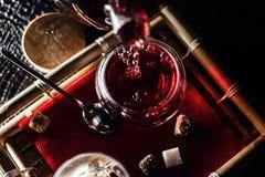 Thé de fines herbes rouge chaud de baie Photo libre de droits