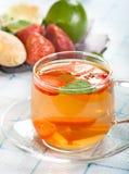 Thé de gingembre et de fraise image stock