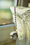 Thé de vintage, thé Infuser de vintage Ère soviétique, vaisselle de cuisine de vintage, support de feuilles de thé, Photographie stock