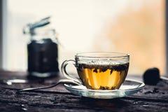 thé en verre de cuvette photographie stock