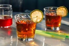 Thé en verres avec la chaux Photographie stock libre de droits