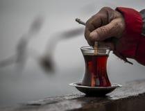 Thé et cigarette Photographie stock