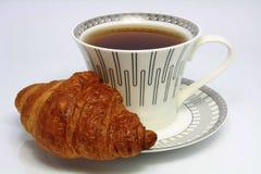 Thé et croissant Photographie stock libre de droits
