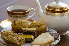 Thé et desserts anglais photographie stock