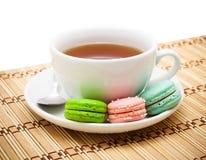 Thé et macaron Photos stock