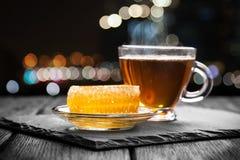 Thé et miel photos stock
