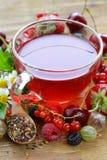 Thé frais de rouge de baie de fruit Image libre de droits