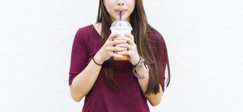 Thé frais potable Straw Concept de relaxation de boisson image libre de droits