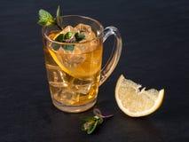 Thé glacé avec le citron Photo stock