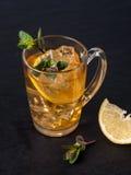 Thé glacé avec le citron Photographie stock libre de droits