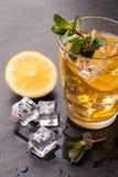 Thé glacé avec le citron Photos stock