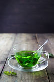 Thé marocain avec les feuilles en bon état Image stock