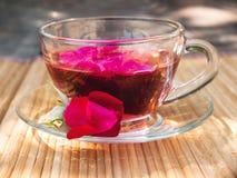 Thé naturel des pétales de rose Photographie stock