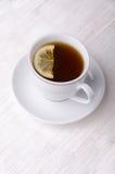 Thé noir avec le citron Le thé le plus de première qualité Photo stock