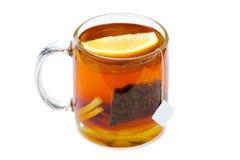 Thé noir avec une tranche de citron Photographie stock