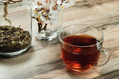 Thé noir dans une tasse Image libre de droits