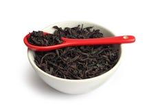 Thé noir sec dans une cuvette Images libres de droits