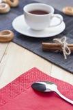 Thé noir sur la table photographie stock