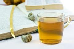 thé ouvert par vert de livres Photos libres de droits