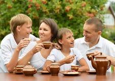 Thé potable de famille Image libre de droits