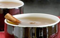 thé proche de cannelle vers le haut Images stock