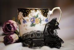 Thé rose de dentelle noire Photographie stock libre de droits