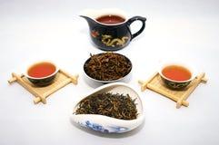 Thé rouge Jin Jun Mei de porcelaine images stock