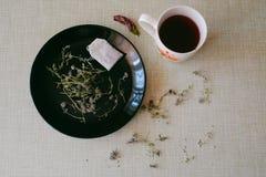 Thé sur une table de cuisine Photo stock