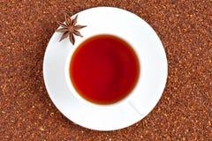 Thé traditionnel rouge de rooibos complètement d'antioxydant dedans photographie stock libre de droits