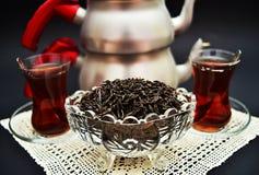 Thé turc dans de petits verres turcs Photographie stock