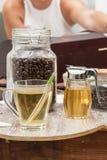 Thé vert avec du miel Photographie stock