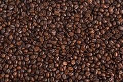 Thé vert dans l'aromaCoffee blanc de fond de tasse blanche, café de grain de café à l'arrière-plan blanc de café de café d'amour  Image libre de droits