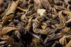 Thé vert, feuilles de thé sèches Image stock