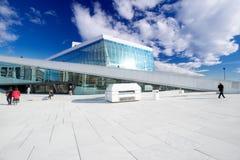 Théatre de l'opéra d'Oslo sur le fond de ciel Photographie stock