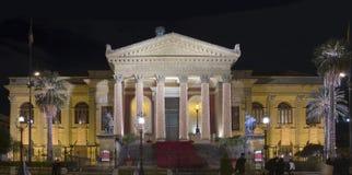 Théatre de l'$opéra de Palerme par nuit Image stock