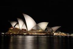 Théatre de l'$opéra de Sydney la nuit Photo stock
