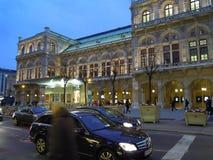 Théatre de l'opéra de Vienne par nuit Photos stock