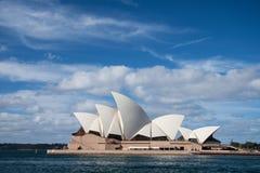 Théatre de l'opéra en ciel bleu. Images libres de droits