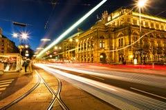 Théatre de l'opéra lumineux à Vienne, Autriche photographie stock libre de droits