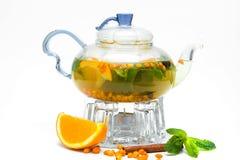 Théière en verre avec le thé de baie Photos stock
