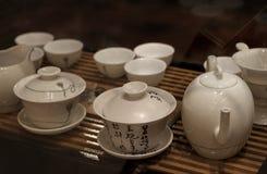 Théière et tasses de thé asiatiques Photographie stock libre de droits