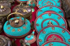 Théières au marché indien Image libre de droits