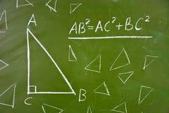 Théorème célèbre de la géométrie sur le tableau noir d'école photo stock