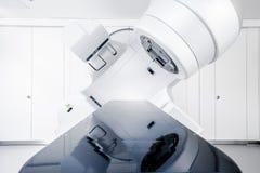 Thérapie de Cancer, accélérateur linéaire médical avancé en oncologie thérapeutique photos libres de droits